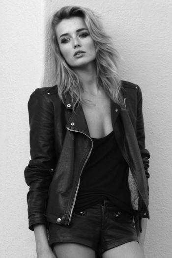 Mega Model Agency - Sarah Dumont