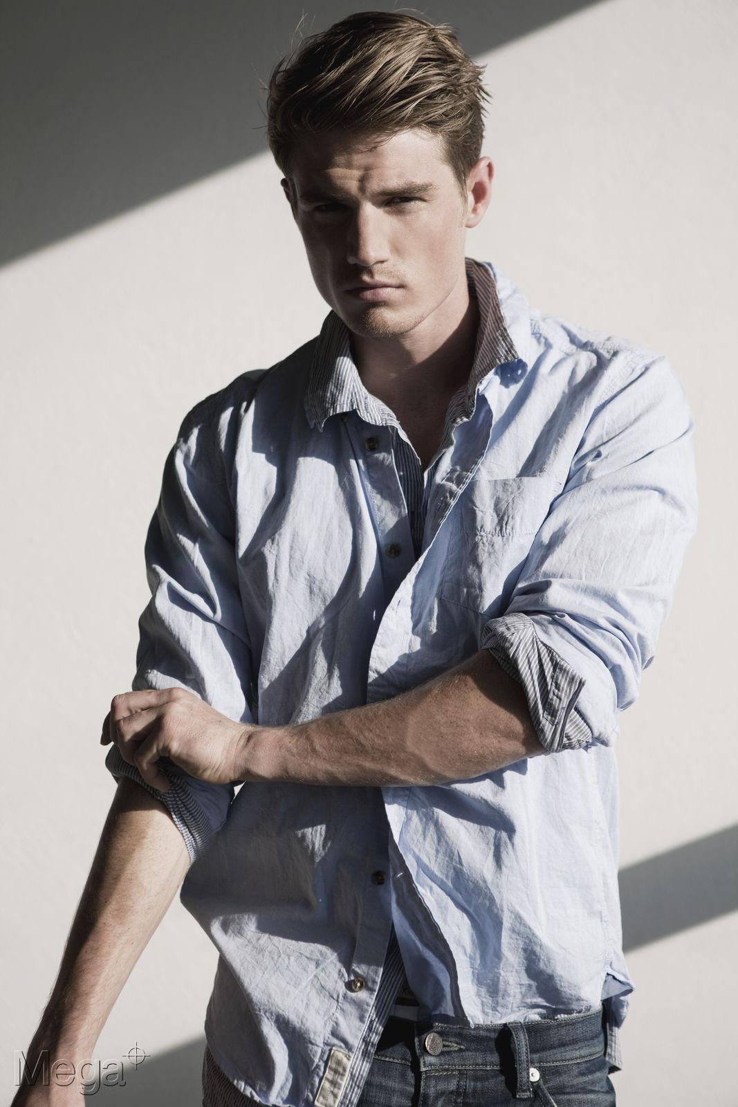 Julian Naderer Mega Model Agency