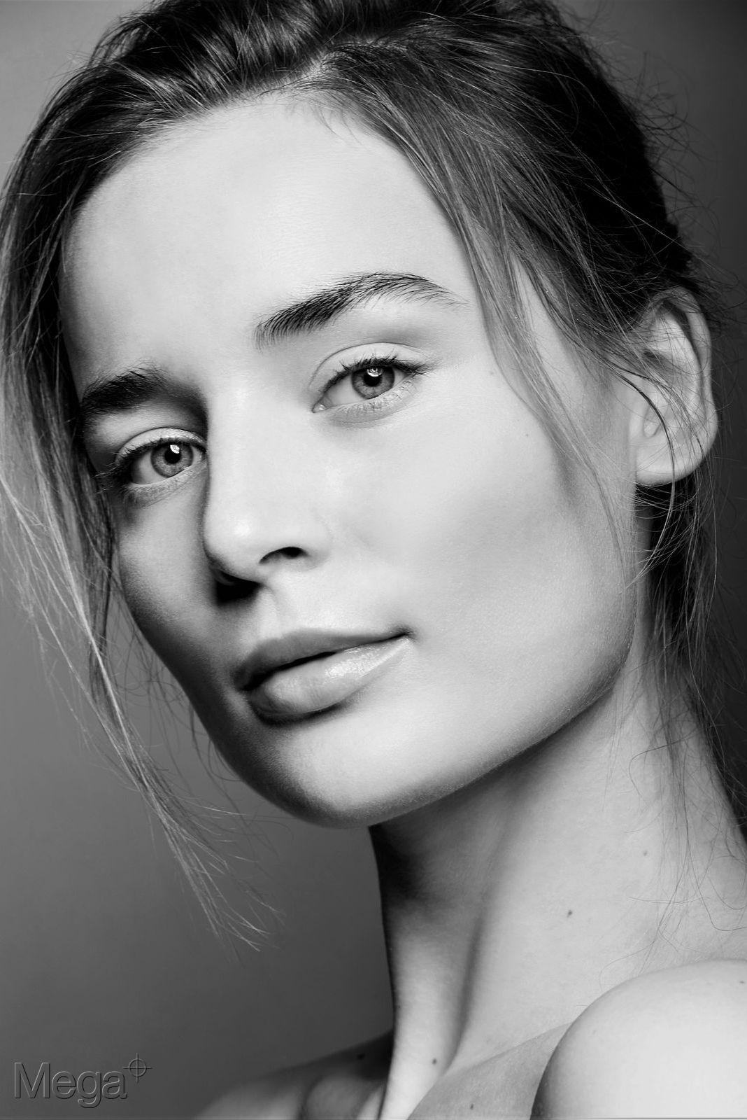 Alina - Mega Model Agency