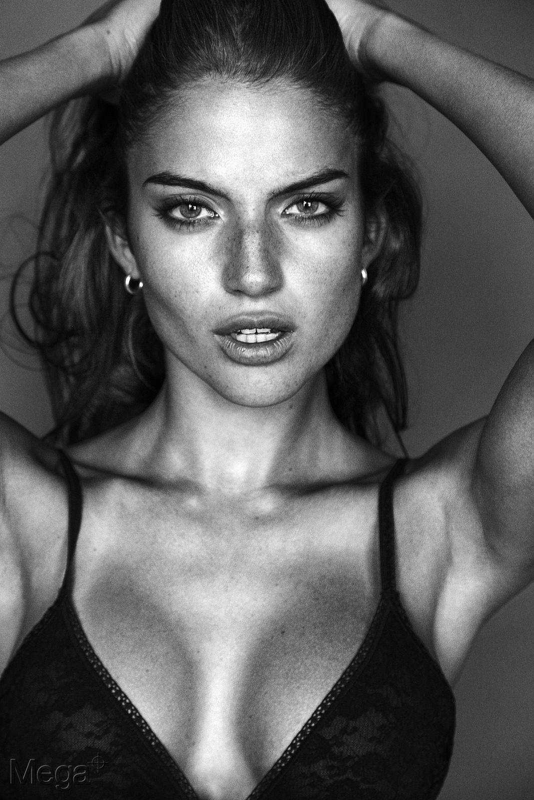 Rafaella Consentino naked (48 photos) Topless, Twitter, braless